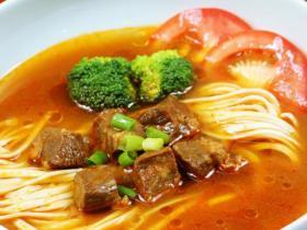福建常温料理包商用速食 番茄牛肉汤面400g 宁德早餐面馆加热即食面盖浇头批发